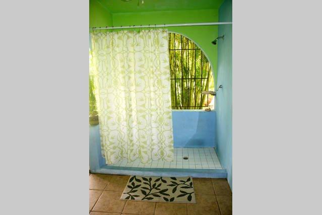 Disfrutar de una refrescante ducha al aire libre