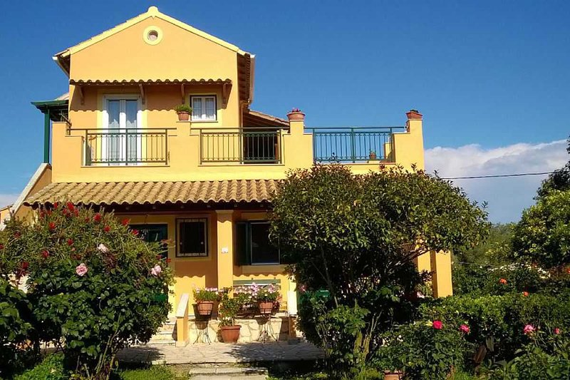 In Villa Nikoli studio for two, vacation rental in Lefkimi