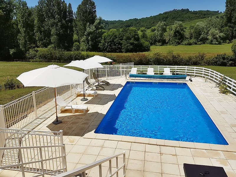 Amazing villa with swimming-pool, vacation rental in Anglars-Juillac