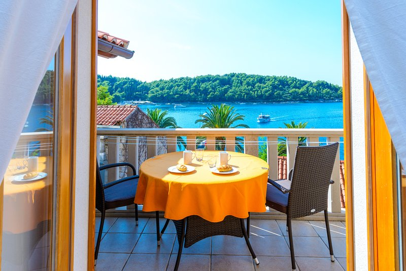 Apartment PETAR, vacation rental in Cavtat