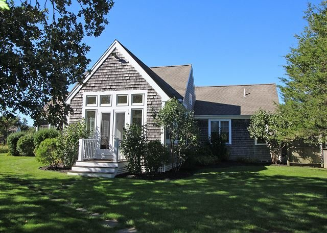Situated in an open meadow, with summer breezes., holiday rental in Edgartown