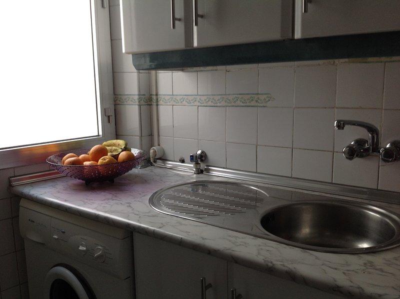 Céntrico y cómodo. Garaje. Wifi. VUT 37/61, vacation rental in Salamanca