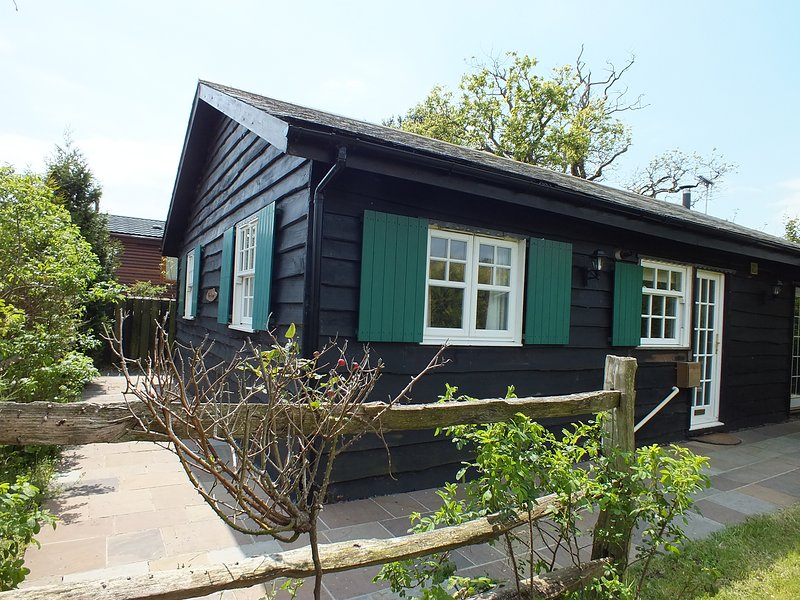 Herston Log Cabin Rose Cottage, holiday rental in Worth Matravers