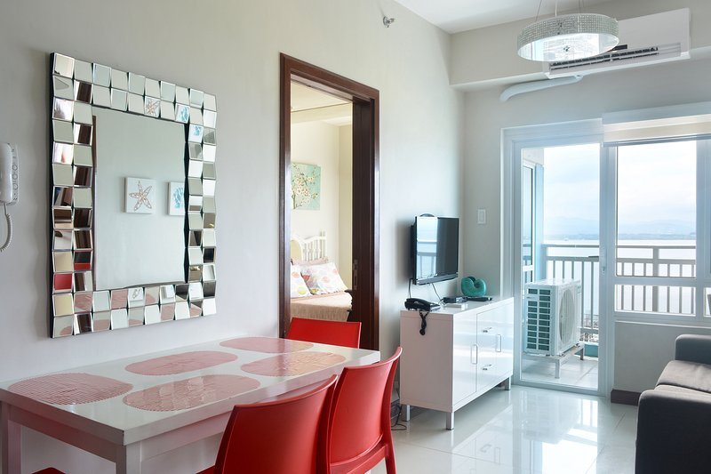 Exquisite 2-Bedroom Seaside Apartment in Mactan Cebu, holiday rental in Lapu Lapu