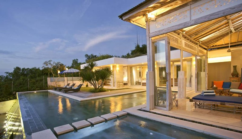 AMAZING OCEAN VIEW-STUNNING, ETHNIC DESIGN SLEEPS UP TO 10 PEOPLE, vacation rental in South Kuta