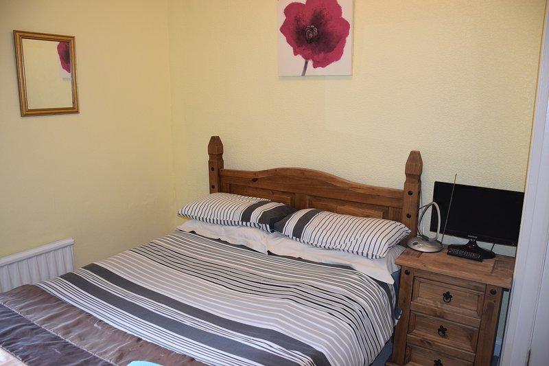 2 Bedroom ground floor apartmemt, 5 min. tube, 20 min. City, holiday rental in Sutton