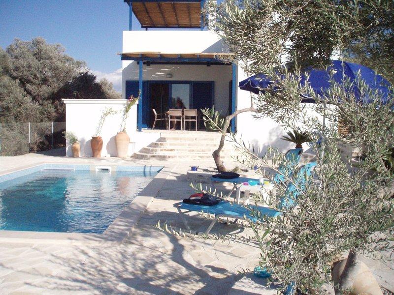 Villa neuve, tout équipé , vue sur mer et 360°, vacation rental in Vori