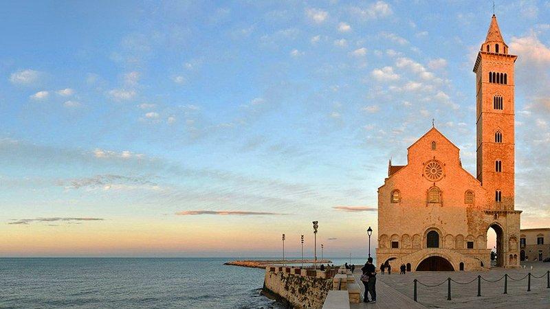 Trani su catedral, el centro histórico y el bello destino puerto natural de nuestros viajes