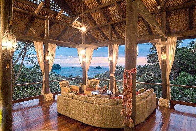 Sentarse y disfrutar de estas vistas al mar, mientras que con vistas a la selva a continuación