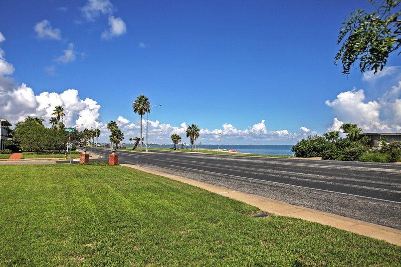 Con una delle migliori viste sulla splendida baia di Corpus Christi, questa casa diventerà rapidamente il vostro pezzo di paradiso.