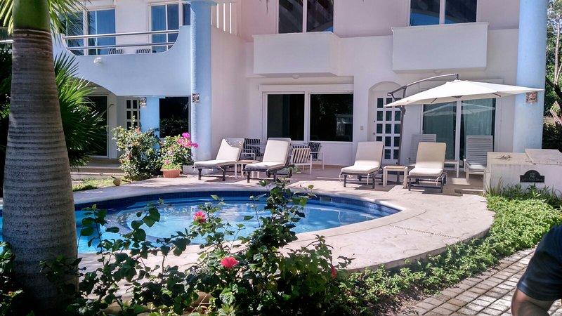 5 BDR Villa Steps to Beach! Lowest Price in Area, vacation rental in Playa Paraiso