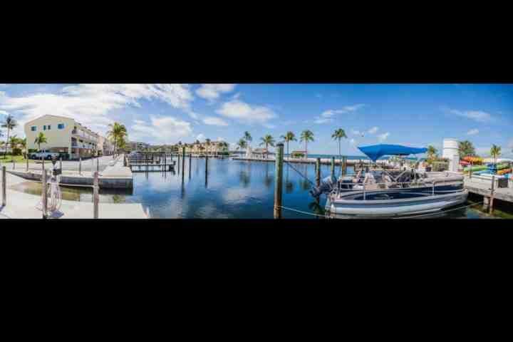 Designado deslizamento de barco disponíveis para alugar, mediante pagamento adicional. Por favor, informe dentro.