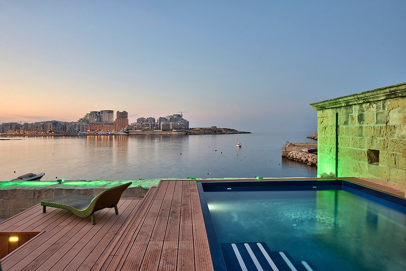 Spectacular Valletta House With Pool, vacation rental in Cospicua (Bormla)