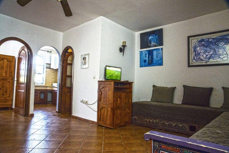 (28) Apparrement avec une chambre et cuisine, salon