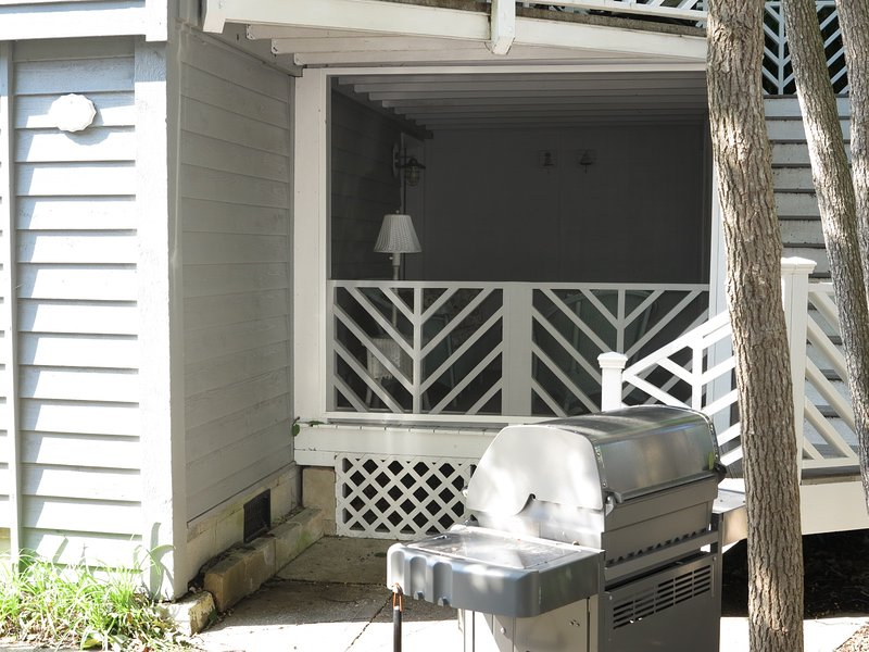 Screened Porch & Grill