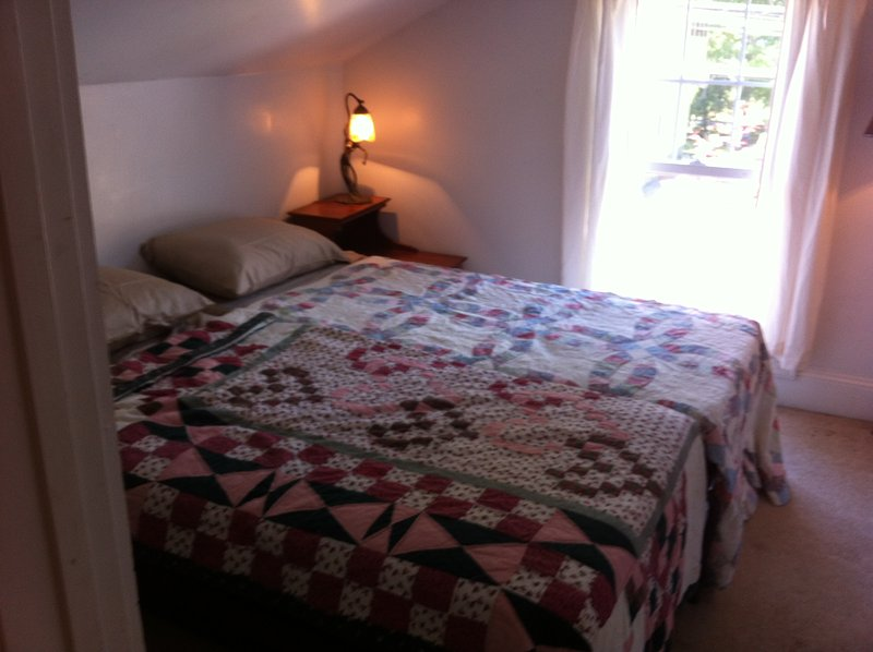 Quaint, private, comfortable... stay here!, vacation rental in Saratoga Springs