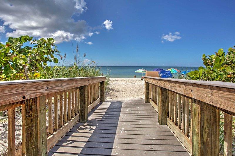 Localizado a apenas 2 milhas da praia, este aluguer de férias Bonita Springs oferece um retiro náutico pacífica!