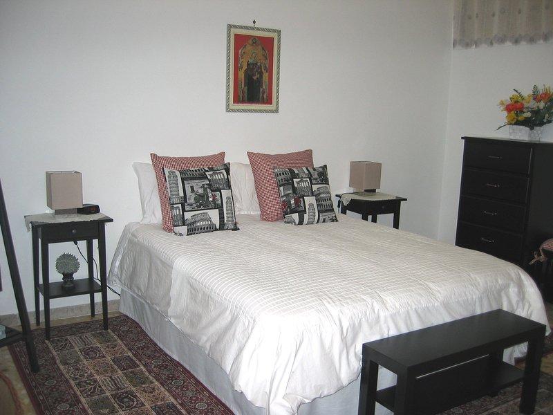 quarto principal tem uma cama queen size super confortáveis.