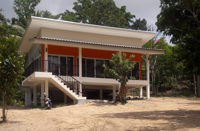 Coconut Grove Private Pool Villa (4G HIGH SPEED INTERNET), vacation rental in Ban Chalok Ban Kao