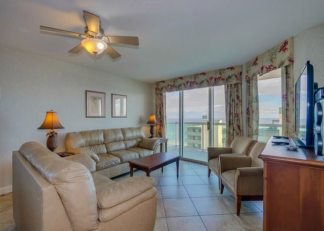 Spacious 2nd row condo with wonderful ocean view + FREE DAILY ACTIVITIES!, holiday rental in North Myrtle Beach