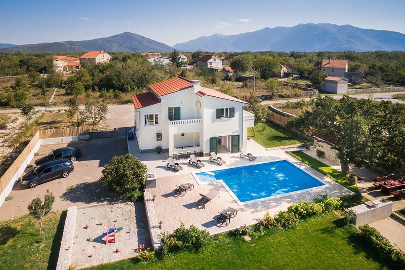 Holiday home Mery :), holiday rental in Cista Provo