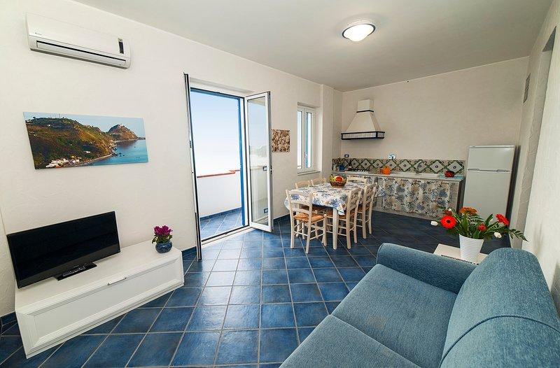 Magico Scafa - Appartamento trilocale vista mare ed Eolie Capo d'Orlando Marina, vakantiewoning in Capo d'Orlando