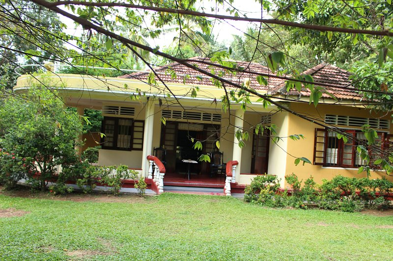 Double with Private Bathroom, holiday rental in Midigama