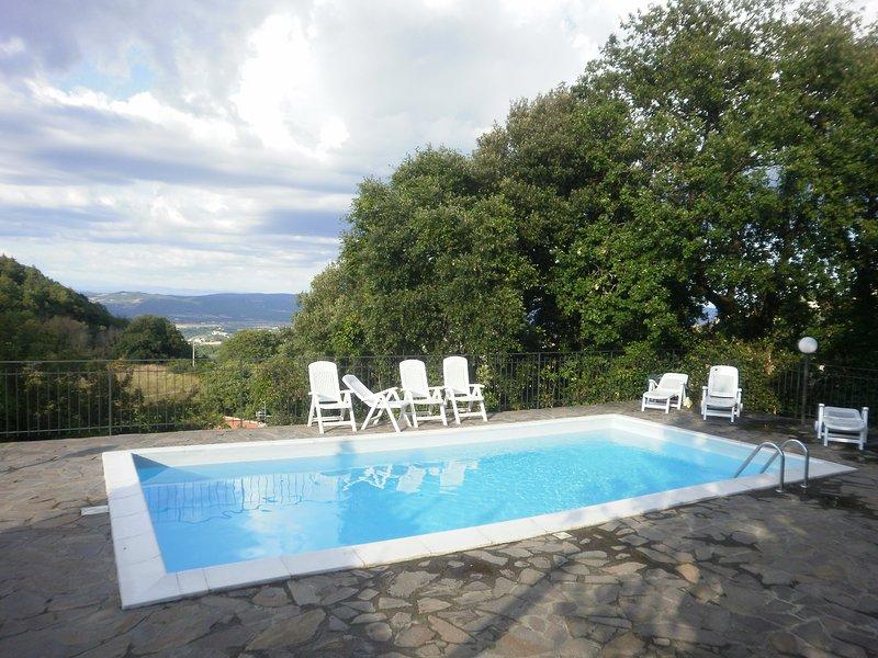 villa con veduta nella vallata, holiday rental in Chiusdino