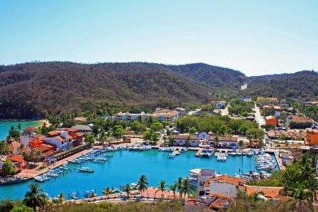 2 Bedroom Condo - 1 Block to the Beach - 57441, location de vacances à Huatulco