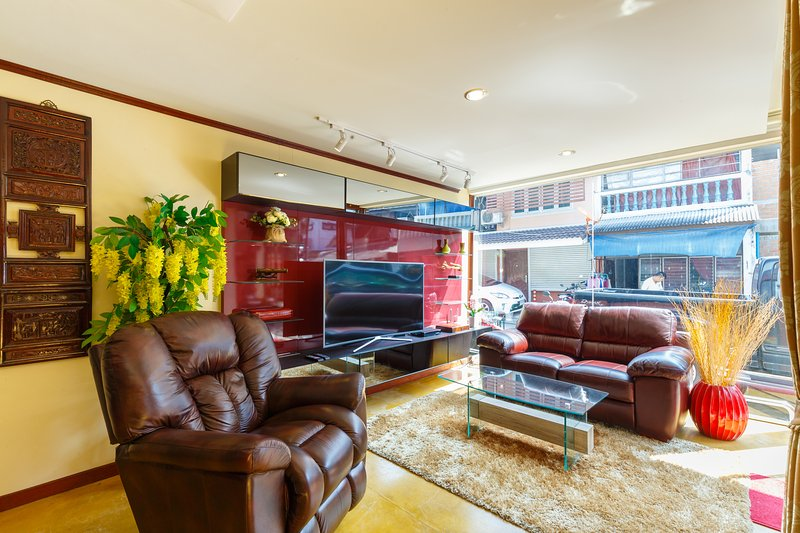 Amazing Town House at Wat Phra Sing in the Old City, vacation rental in Chiang Mai