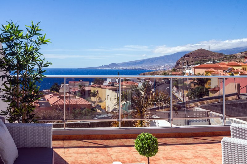 Astonishing ocean view with large terrace, vacation rental in Tabaiba