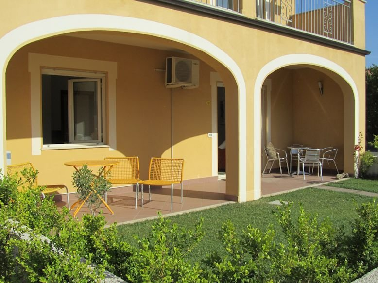 Ground Floor Fully Air Conditioned with WiFi, vakantiewoning in Acconia