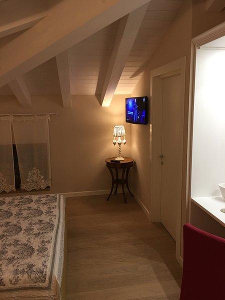 camere dotate di tutti i confort, pavimento in legno,climatizzatore,riscaldamento,cassaforte,bagno.