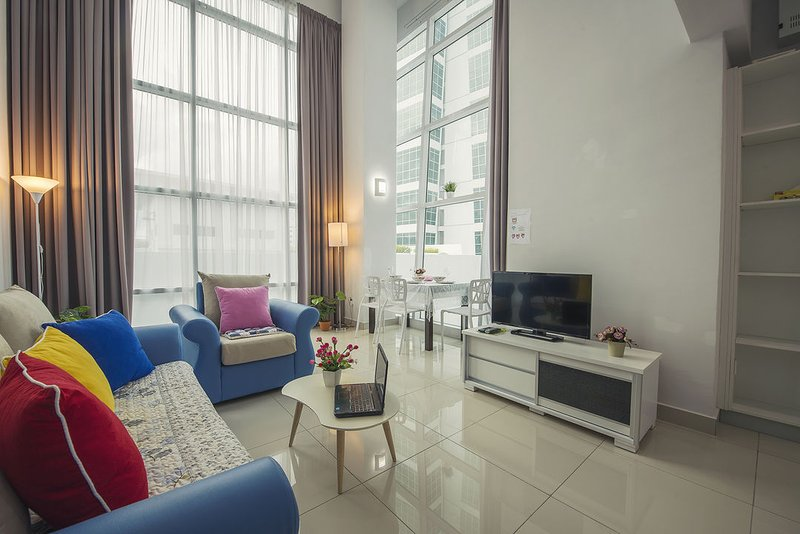 Living hall with cosy sofa, aircon, 32in TV with Astro Njoi, coffee table, High Speed WIFI