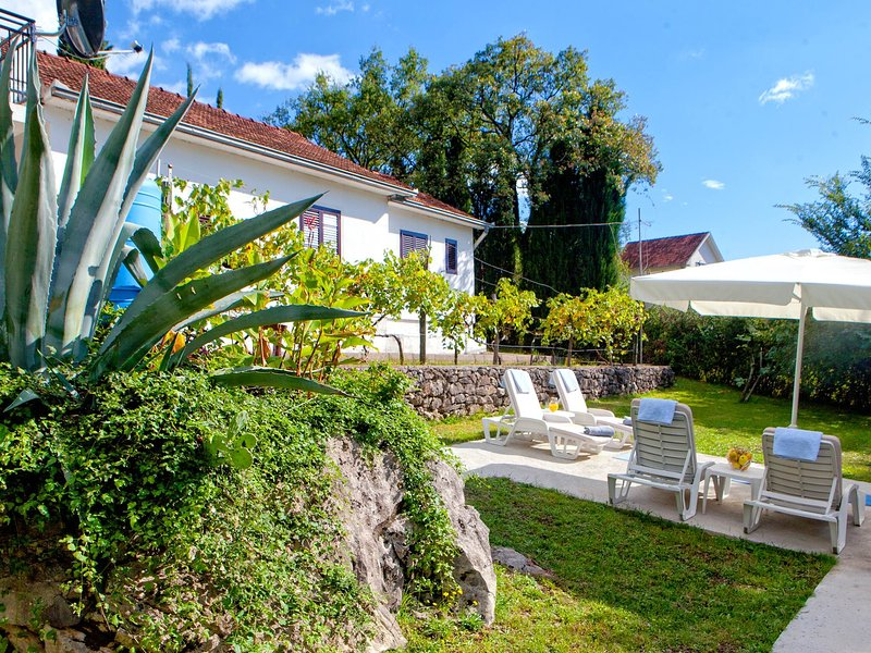 Vila Killara with pool, mountain retreat close to the beach, holiday rental in Herceg-Novi Municipality