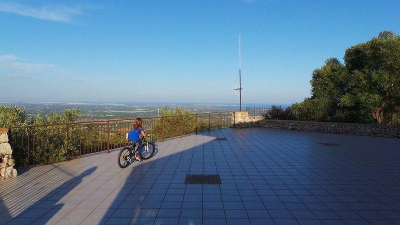 Villa panoramica tra Sr e Noto a 6 minuti dal mare con wifi gratuito, vacation rental in Cassibile