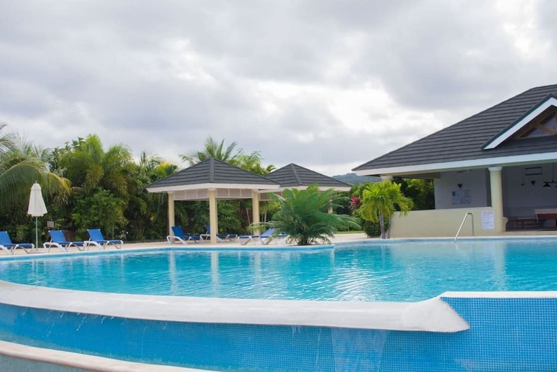 Location!Location!Location! Near Dunn's River!, holiday rental in Priory