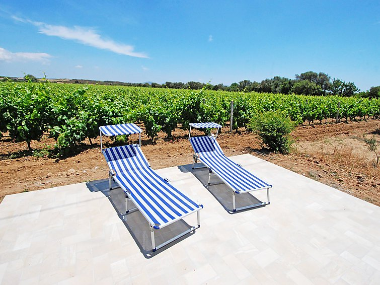 Beautiful house with garden & Wifi, vacation rental in Sant'Anna Arresi