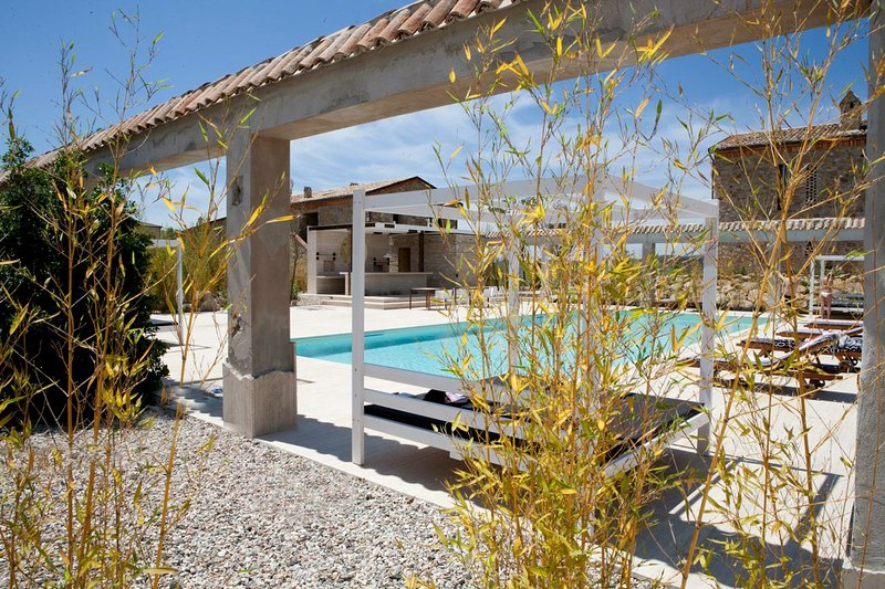 TUSCANY FOREVER RESIDENCE 4 swimming pools, restaurant& tennis court. We know where happy kids are !