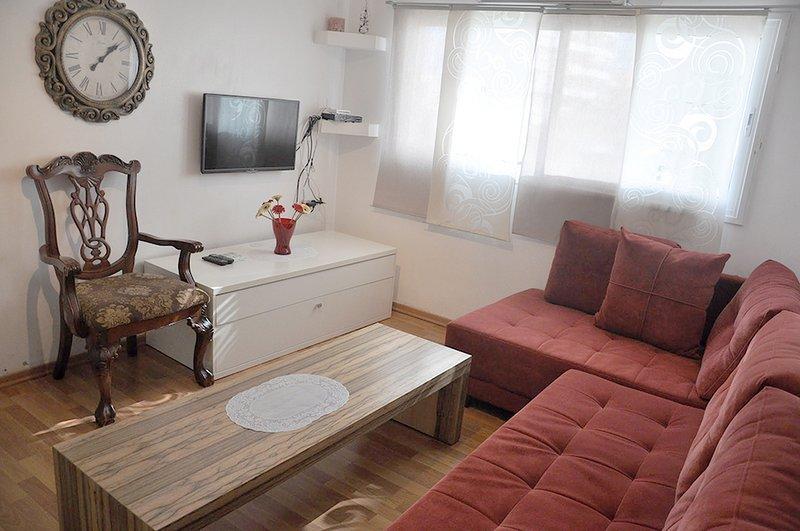 Nice apartment Ben Gurion 81/325, vacation rental in Bat Yam