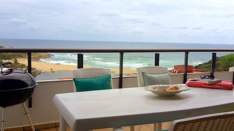 Sea-Facing Penthouse on the tropical South Coast, alquiler vacacional en Marina Beach