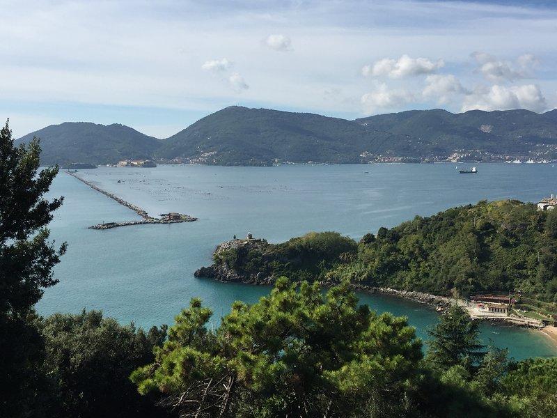 Com vista para o Golfo dos Poetas das alturas de Falconara a poucos minutos dall'appatamento