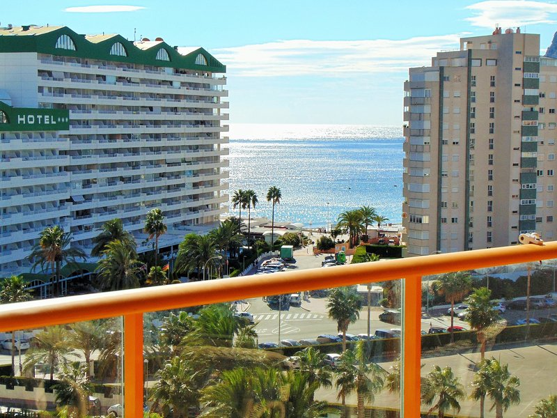 AMBAR BEACH 18B - Apartment close to beach with pool and sea views, holiday rental in Calpe