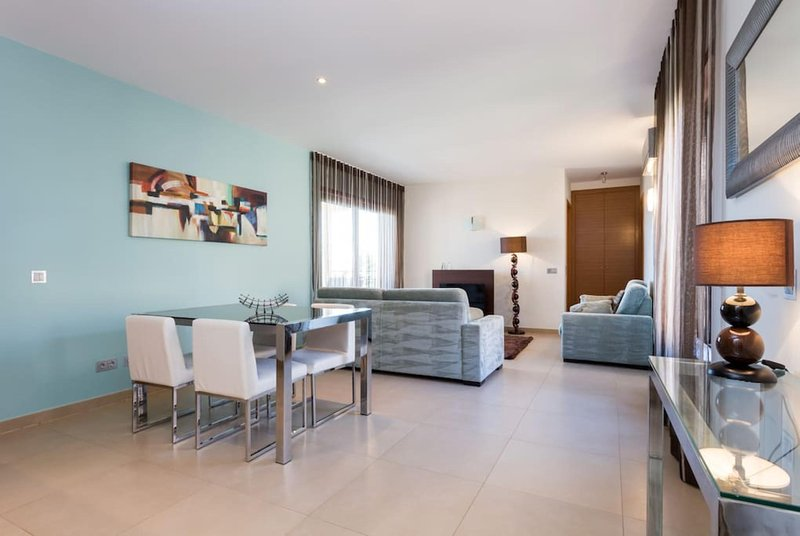 Two Bedroom Apartment at Mar da Luz Resort and Spa, vacation rental in Almadena