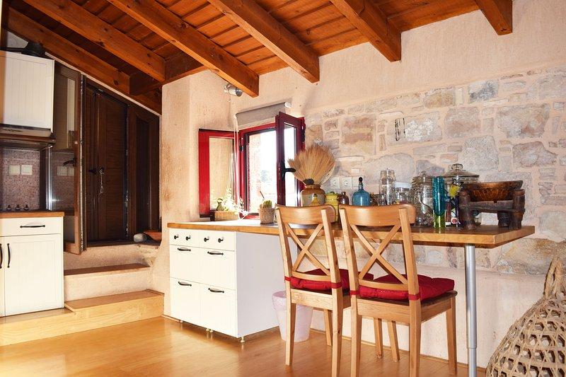 Chios Colors penthouse studio, aluguéis de temporada em Vessa