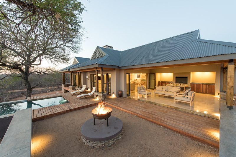 Nkanyi House- on wildlife estate near Kruger Park, holiday rental in Balule Nature Reserve