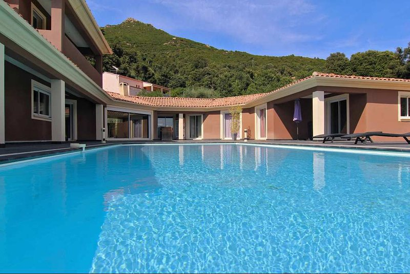 Villa Piazze - Luxueuse villa, vue imprenable sur les montagnes, holiday rental in Cuttoli-Corticchiato