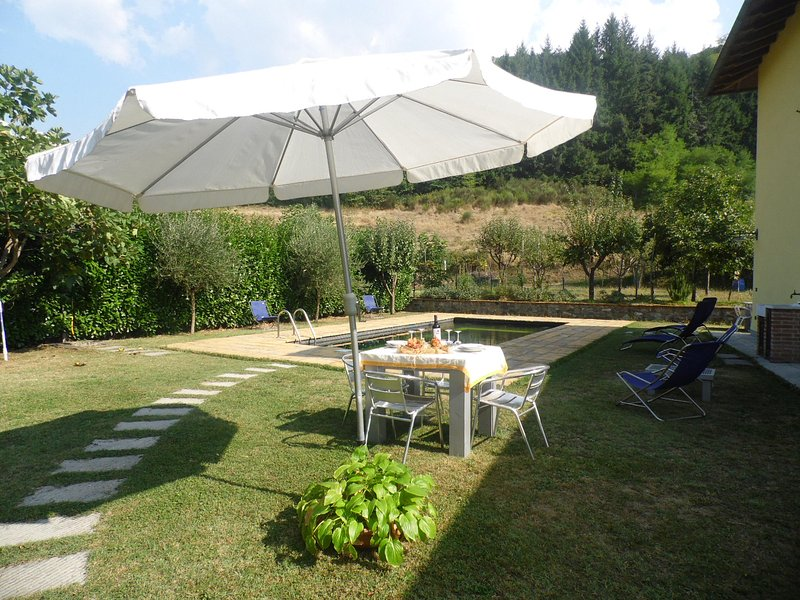 Garden and pool - just relax!