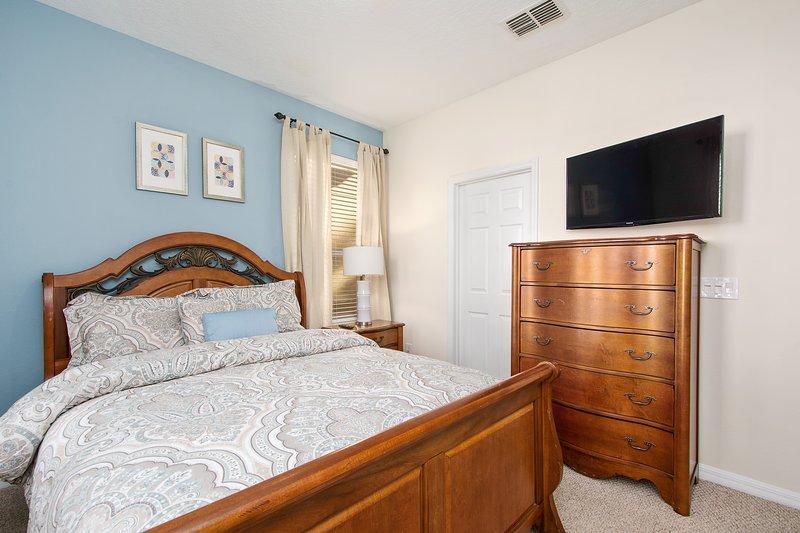 Suite 4 - Queen bed, kast, TV, badkamer met bad