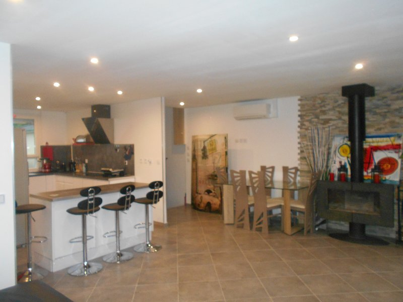 Maison à 15 minutes du centre ville de Lyon, holiday rental in Bonnefamille